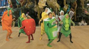 Корпоративный мюзикл в костюмах фруктов
